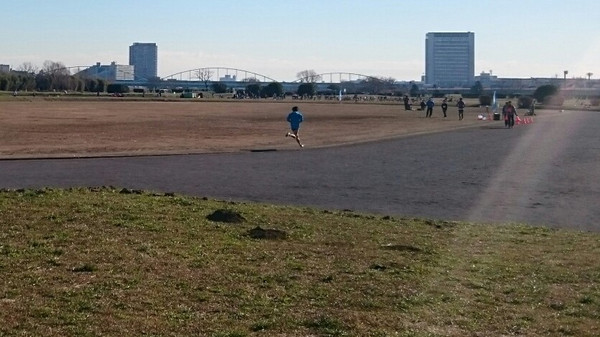多摩川河川敷でハーフをキロ4分20秒ペースで完走