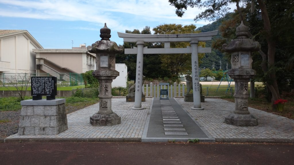 敦賀駅からシンボルロードを経て氣比神宮へ